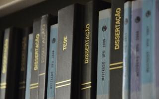 teses e dissertações impressas