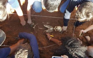 estudantes eseba arqueologia
