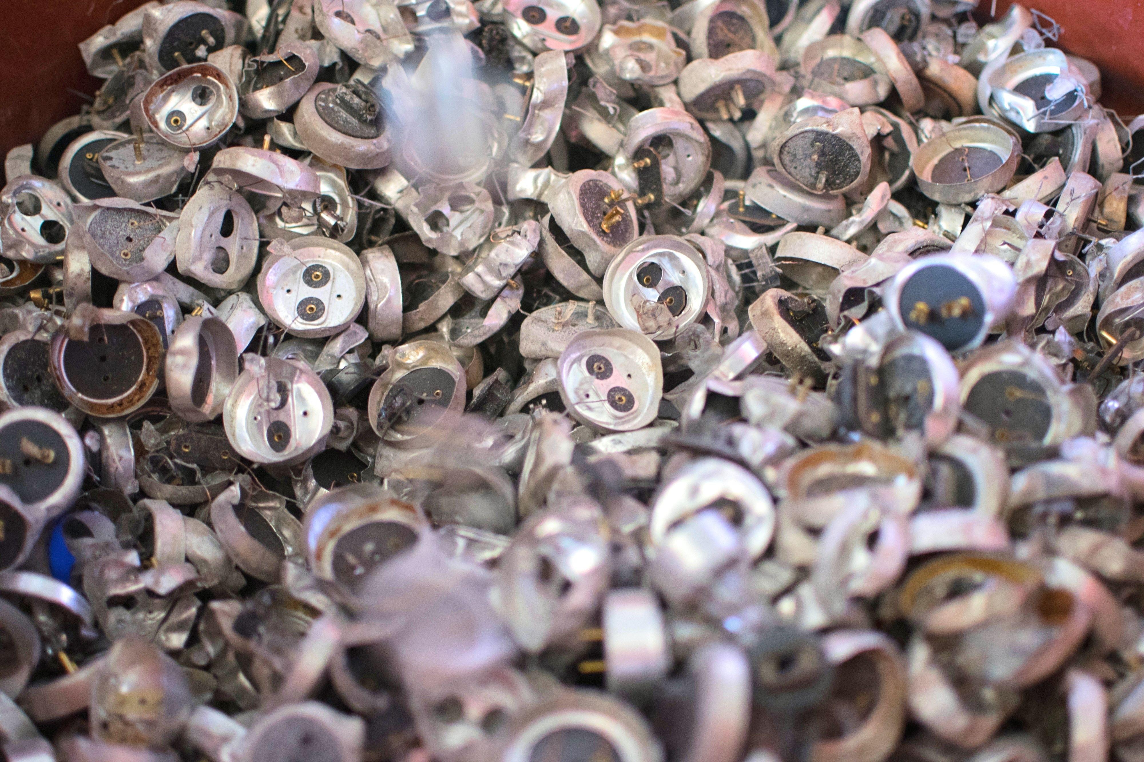 Embarque de lâmpadas halógenas para reciclagem e descarte correto (Foto: Fabiano Goulart)