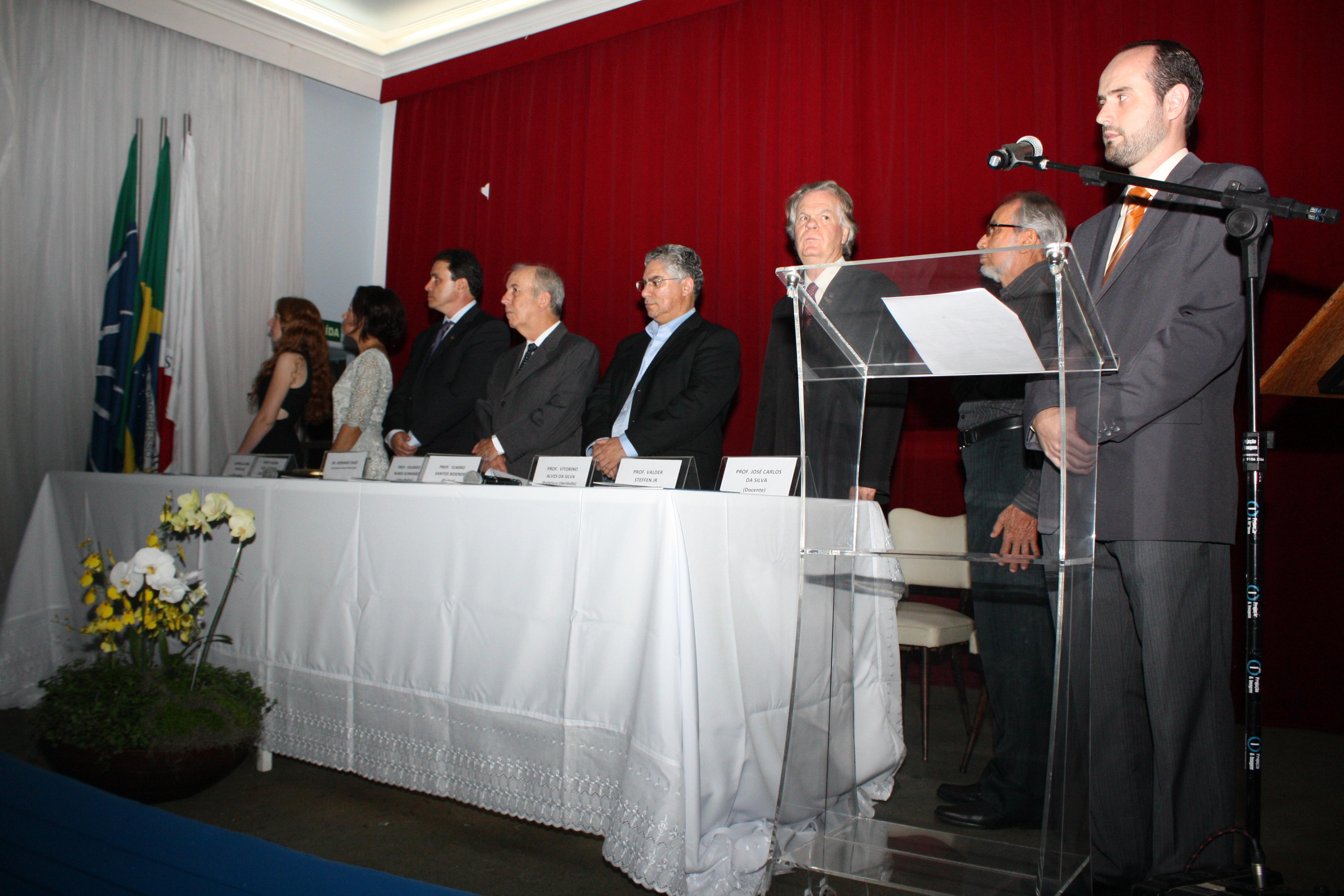 Mesa de representantes e convidados (Foto: Gilberto Pereira)