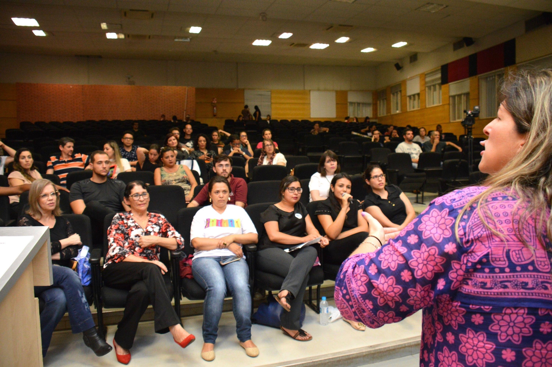 Plateia durante palestra da professora Carolina Hessel Silveira (Foto: Fabiano Goulart)