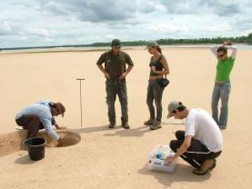 Trabalho de campo na região do médio Araguaia (MT) - (Foto: Milton Santos)